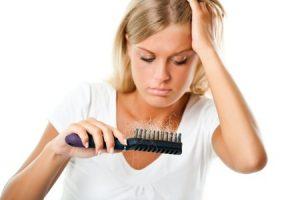 Traiter le chute saisonnière des cheveux