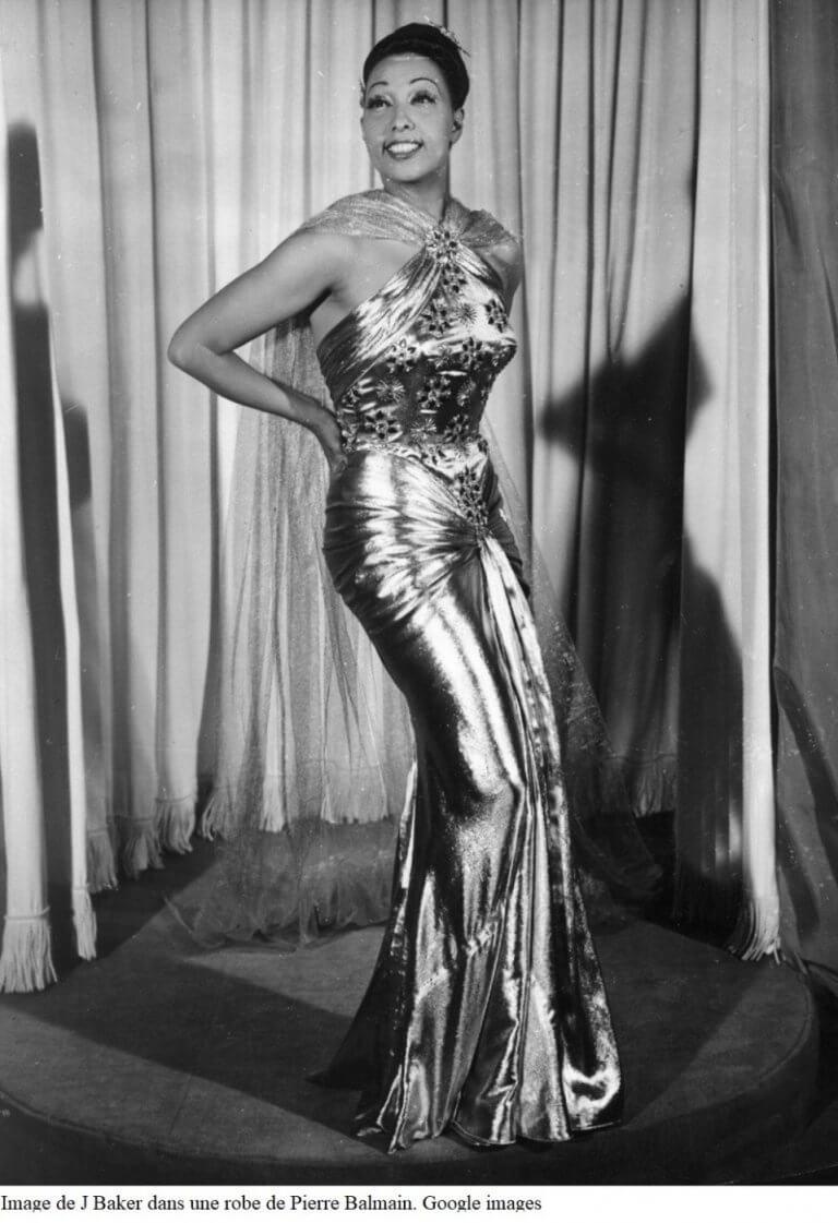 Image de J Baker dans une robe de Pierre Balmain